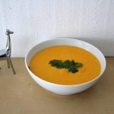 Velouté de carottes à la crème et coriandre