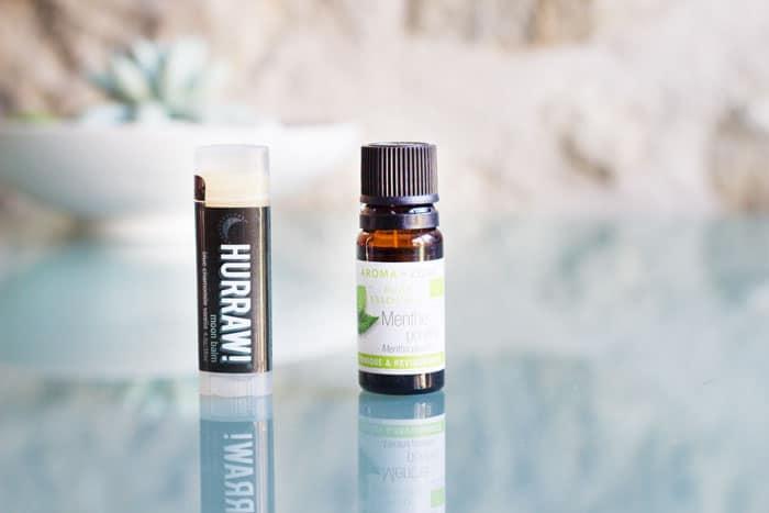 baume hurraw et huile essentielle de menthe poivrée